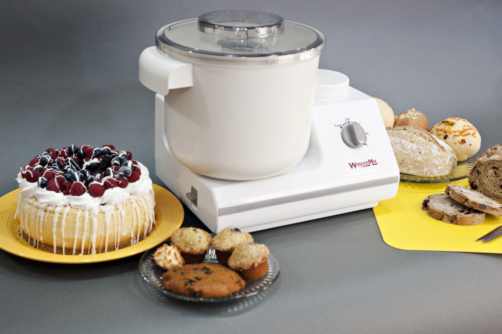 WonderMix Mixer with cake and food